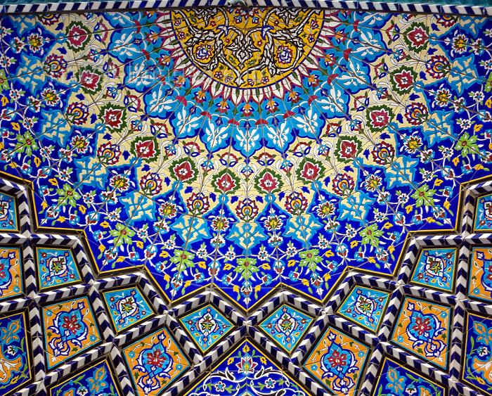 Isfahan / Esfahan / Ispahan / Isphahan / IFN - Iran: Imam / Shah Mosque - decorative tiles inside a half dome - floral design - tiles - photo by N.Mahmudova